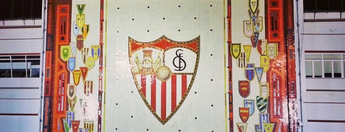 Estadio Ramón Sánchez-Pizjuán is one of Estadios de fútbol de 1ª.