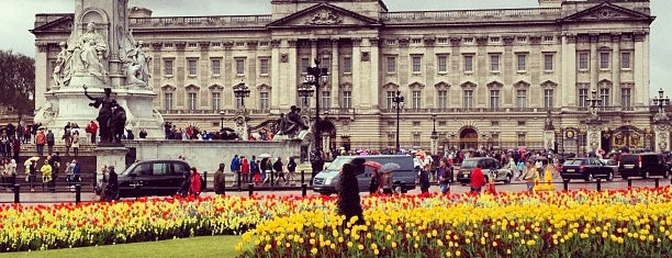 Buckingham Palace Garden is one of London Favorites.