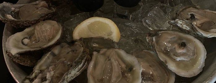 Delaware Ave Oyster House And Bar is one of Orte, die Keri gefallen.