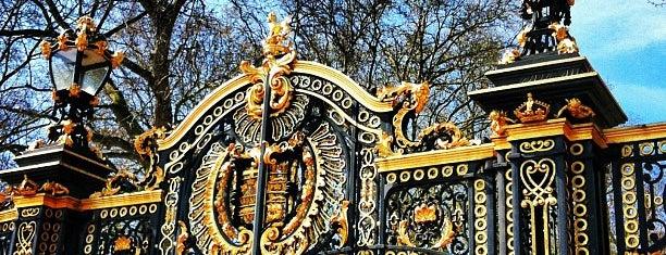 Buckingham Palace Gate is one of London Favorites.