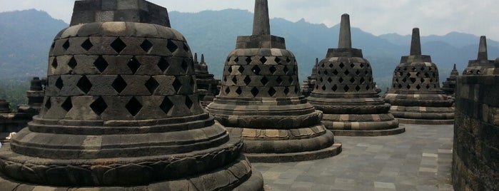 Borobudur Tempel is one of Orte, die MAC gefallen.