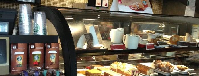 Starbucks is one of Lieux qui ont plu à Paulina.