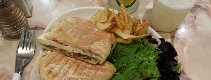 Greenfields Cafe is one of Local: Chelsea & Kensington.