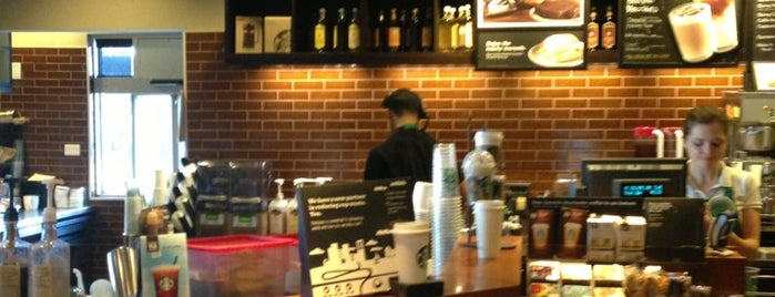 Starbucks is one of Lugares favoritos de Jennifer.