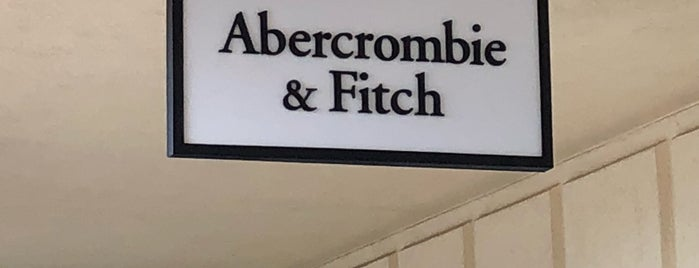 Abercrombie & Fitch Outlet is one of Lieux qui ont plu à Krzysztof.