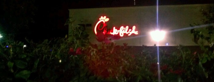 Chick-fil-A is one of Tempat yang Disukai Angelle.