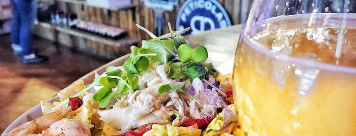 Charlie's Burgers and Street Tacos is one of Orte, die Tanya gefallen.