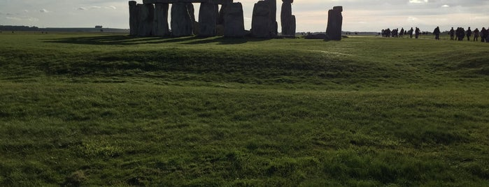 Stonehenge is one of Tempat yang Disukai Mark.