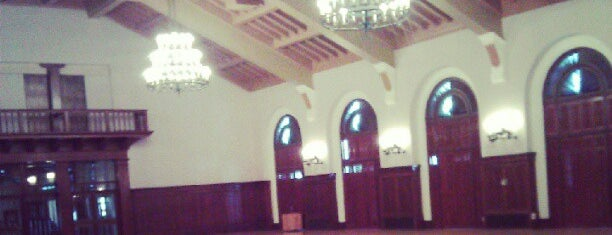 Texas Union Ballroom is one of Locais curtidos por Raymond.