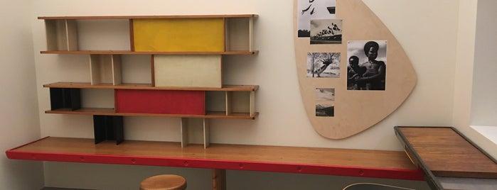 Librairie de la Fondation Louis Vuitton is one of Lugares favoritos de Damla.