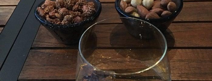 Long Bar is one of Gayrettepe~Balmumcu~Esentepe.