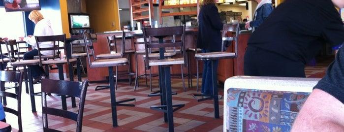 Taco Bell is one of สถานที่ที่ Matt ถูกใจ.