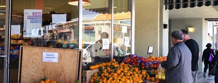 Dean's Produce is one of Orte, die Karen gefallen.