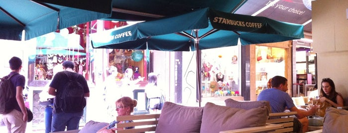 Starbucks is one of สถานที่ที่ Kyriaki ถูกใจ.