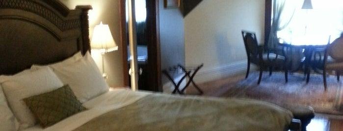 Hamilton House Bed and Breakfast is one of Posti che sono piaciuti a Mark.
