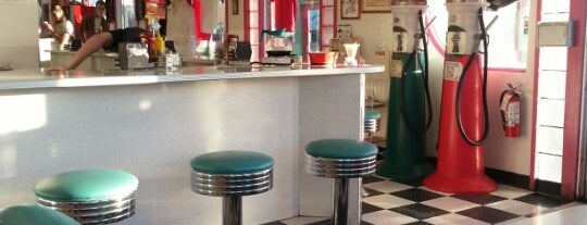 Mr. D'z Route 66 Diner is one of Route 66 Roadtrip.