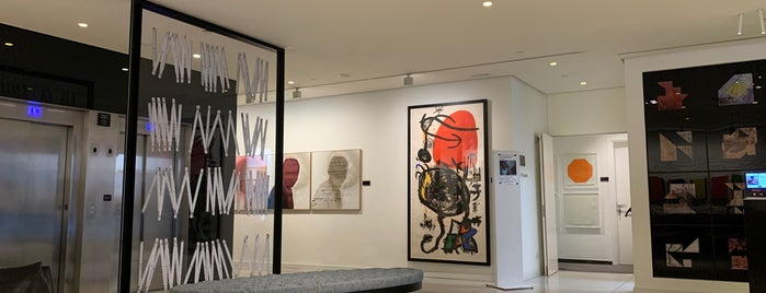 H10 Art Gallery is one of Barcelona.