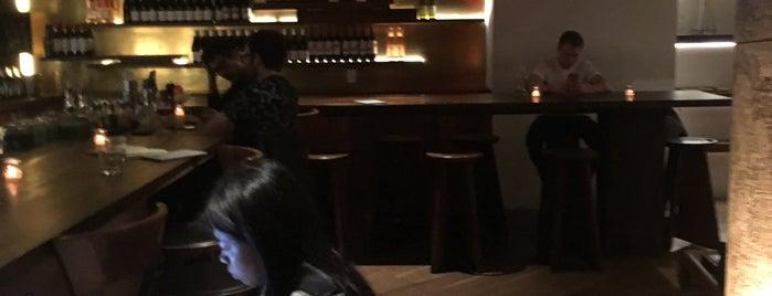 Made Hotel Lobby Bar is one of Lieux qui ont plu à Karan.