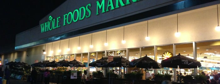 Whole Foods Market is one of Lugares favoritos de Maki.
