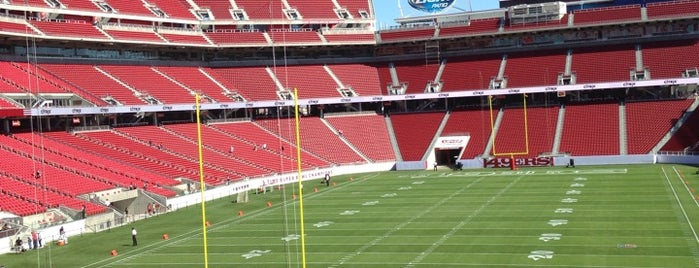 Levi's Stadium is one of Lieux qui ont plu à Karen.