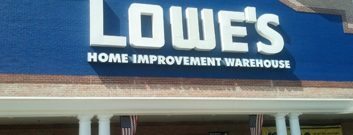 Lowe's is one of Lieux qui ont plu à Pablo.