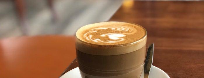 Esquires Coffee House is one of Locais curtidos por christopher.