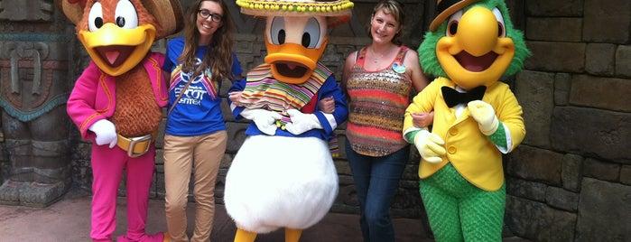 Donald Duck Meet and Greet is one of Tempat yang Disukai Laura.
