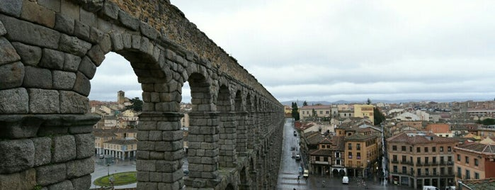 Segovia is one of Capitales de provincia.