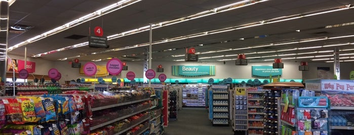 CVS pharmacy is one of Lugares favoritos de Ted.