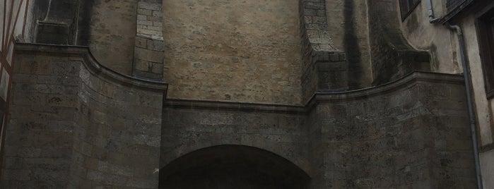 Porte Calmont is one of Bretagne.