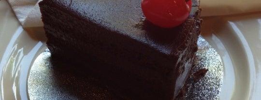Cake Baan Piemsuk is one of N.さんの保存済みスポット.
