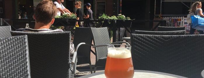 TommyKnocker Craft Beer Bar is one of Orte, die Dmitriy gefallen.