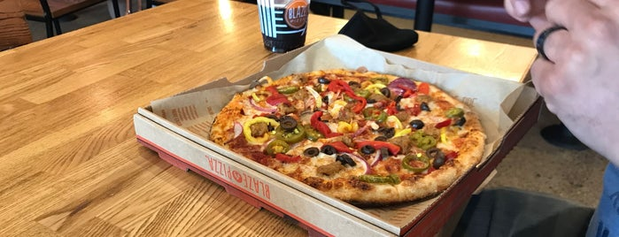 Blaze Pizza is one of Tempat yang Disukai Alan.
