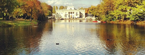Parque Łazienki is one of Lugares favoritos de Cihan.