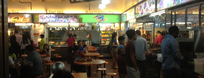 Katong Gourmet Centre is one of Orte, die Ian gefallen.