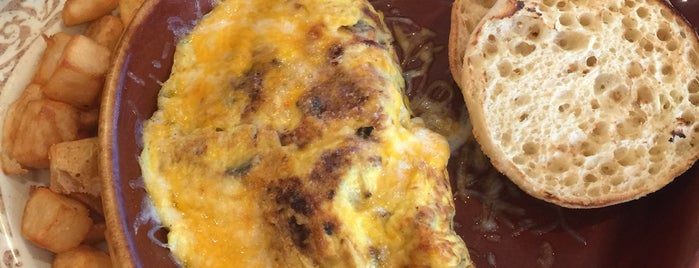 Another Broken Egg Cafe is one of Lugares favoritos de Lee Ann.