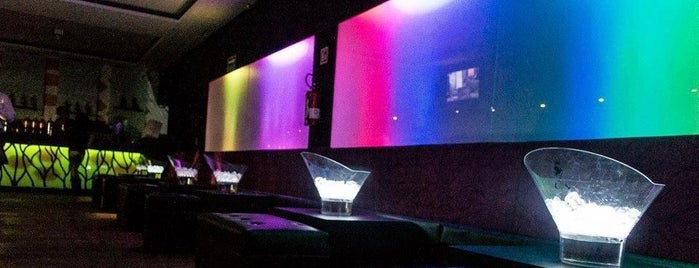 Nuvo Night Club & Deck is one of Lieux sauvegardés par Abril.