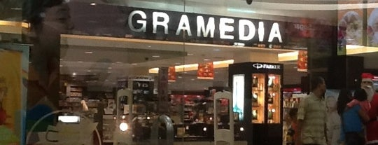 Gramedia is one of Nadiaさんのお気に入りスポット.