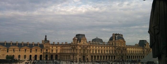 Louvre is one of Orte, die Ka0nashi 🎀 Vero gefallen.