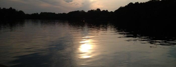 Oak Hollow Lake is one of Orte, die Helton gefallen.