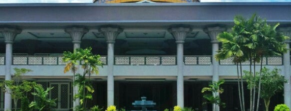 Masjid KLIA (Sultan Abdul Samad Mosque) is one of Rahmatさんのお気に入りスポット.