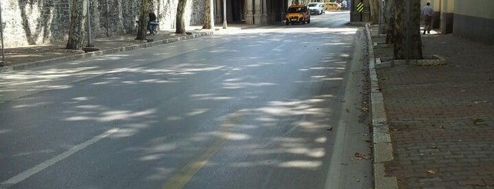 Çırağan Caddesi is one of Caner'in Beğendiği Mekanlar.