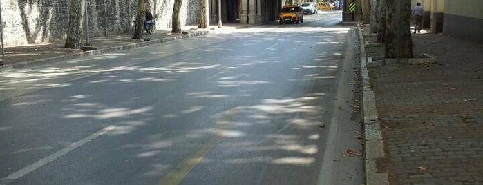 Çırağan Caddesi is one of Caner : понравившиеся места.
