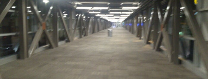 The Overpass Walkway @ Destiny USA is one of Gespeicherte Orte von Joshua.