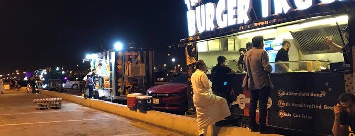 Food Trucks is one of Posti che sono piaciuti a Rogayah.