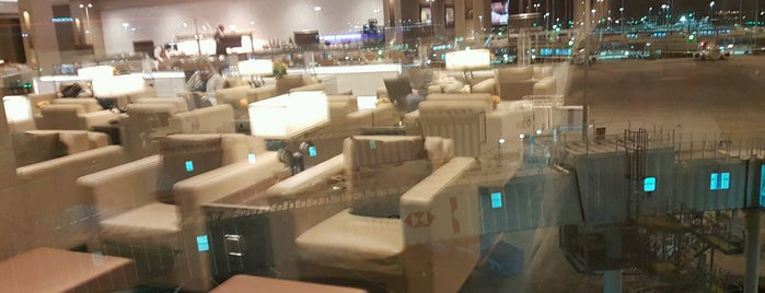 The Emirates Lounge is one of Tempat yang Disukai Mike.