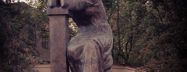 Памятник Марине Цветаевой is one of Ksuさんの保存済みスポット.