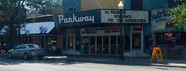 The Parkway Theater is one of Lieux qui ont plu à Poppa.