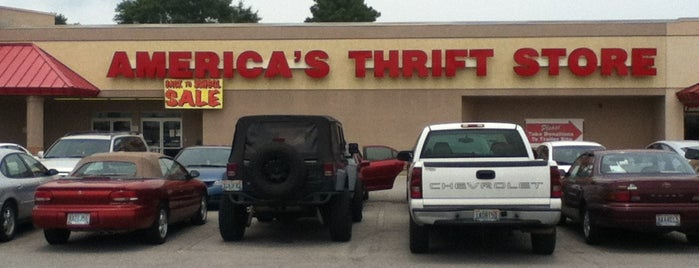 America's Thrift Store is one of Lugares favoritos de Latonia.