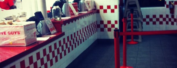 Five Guys is one of Locais curtidos por Felix.